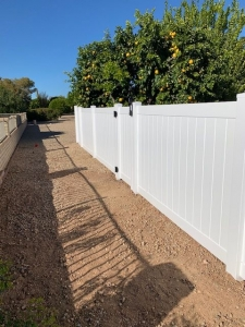white vinyl yard fencing in phoenix